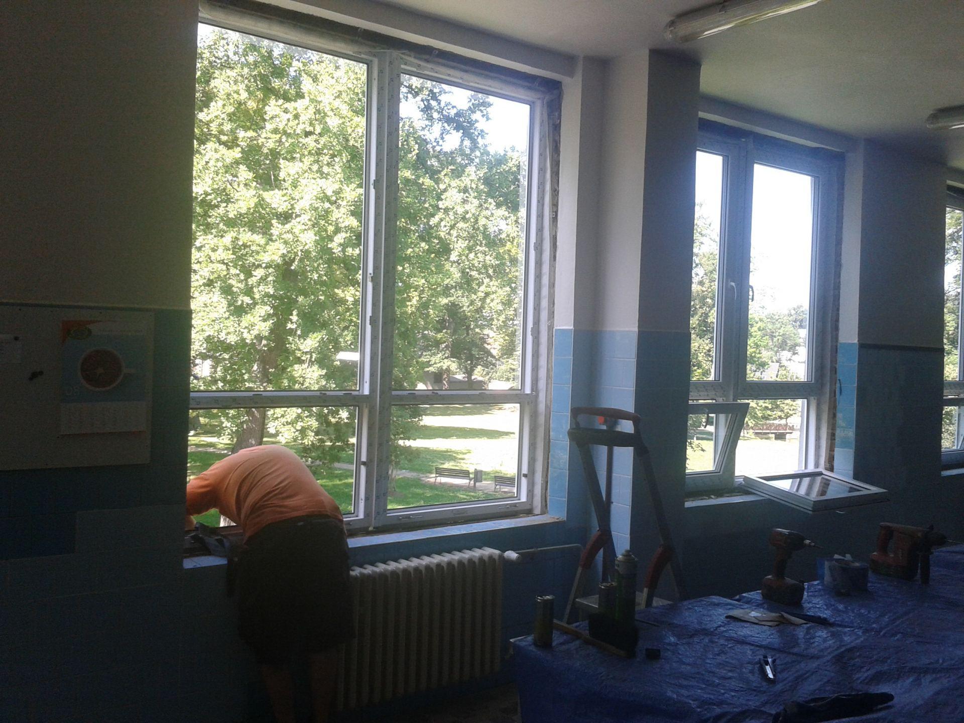 instalace nových oken jídelny