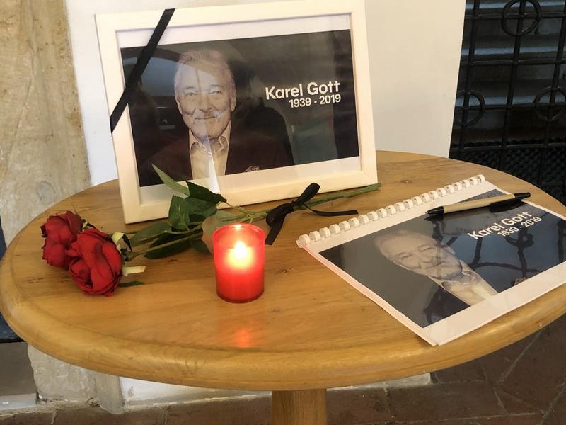 Pietní místo pro rozloučení s Karlem Gottem