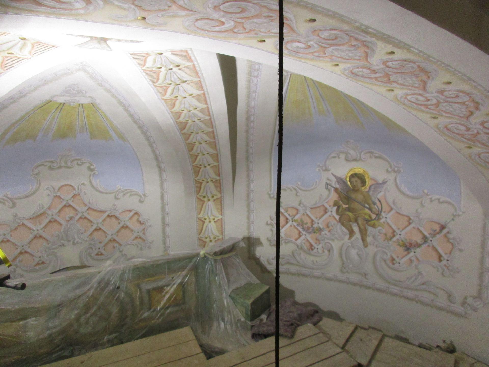 Restaurování stropních maleb kaple sv. Jakuba ve Šluknově a obnova křížku v Rožanech