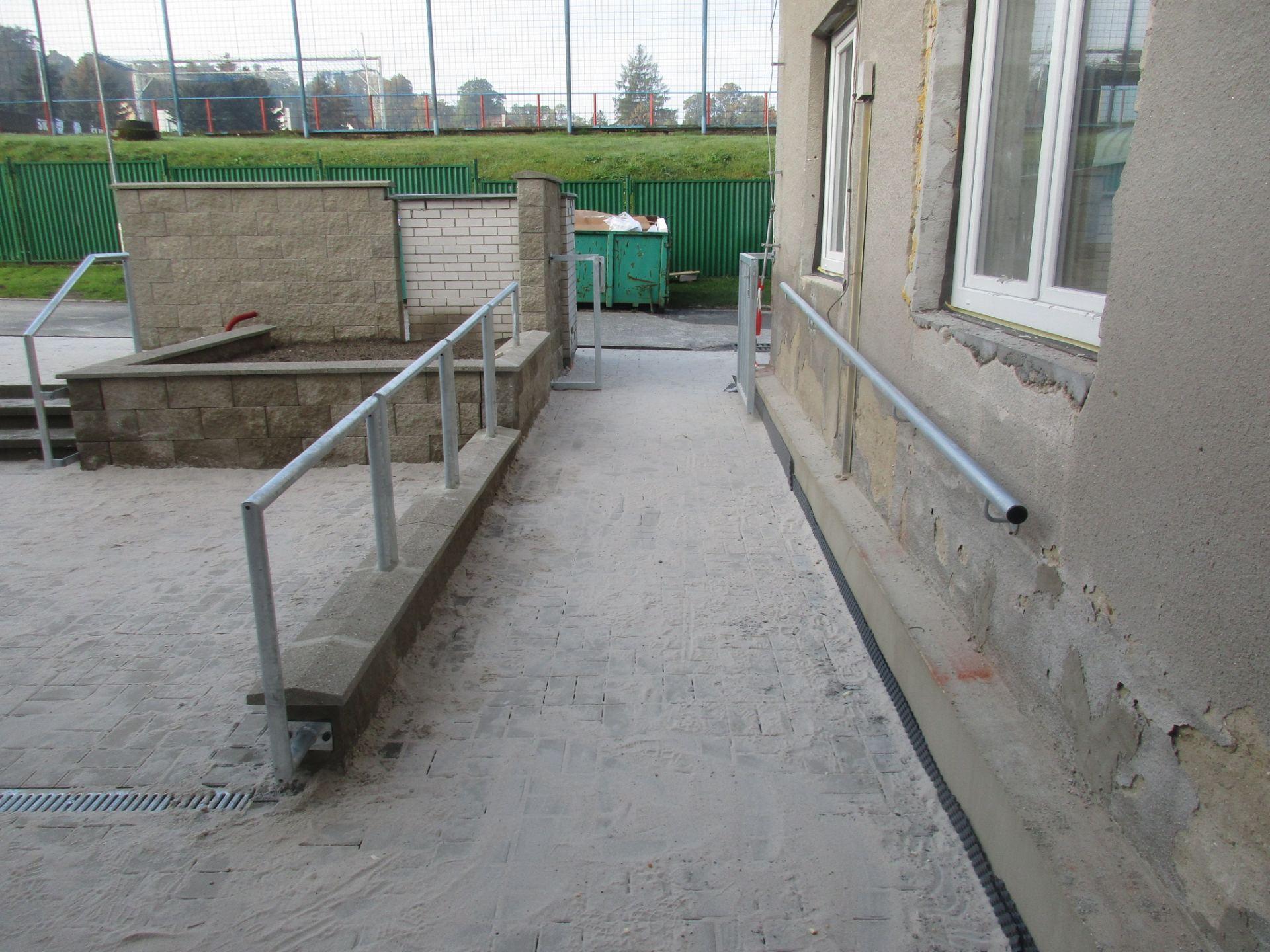 přístupová rampa ke vchodu