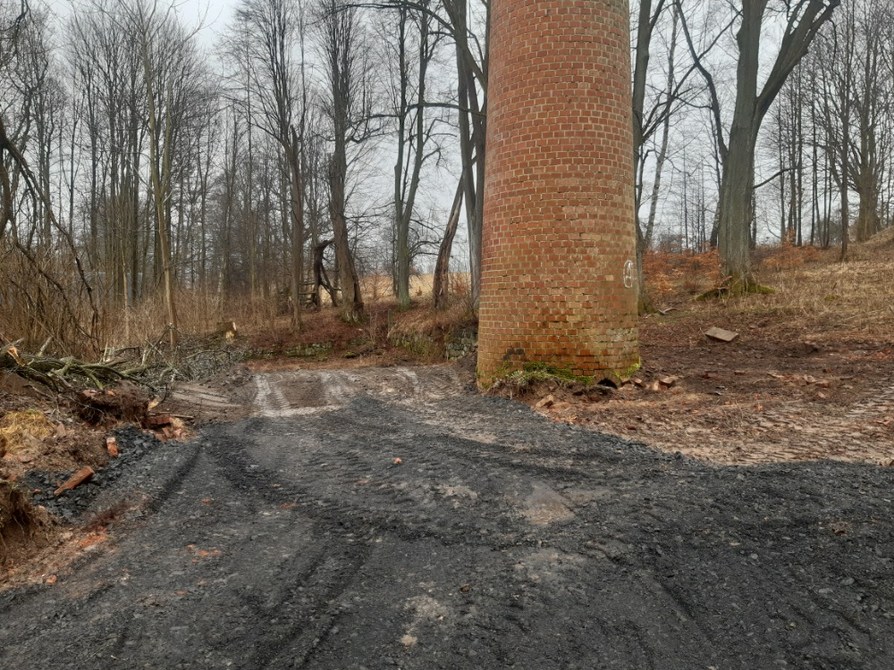 3 - u komína bývalé olejárny bude odpočinkové místo