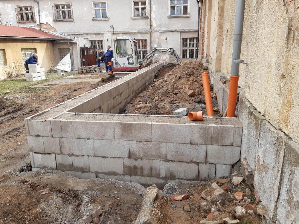 Přístavba za stávající budovou hasičárny