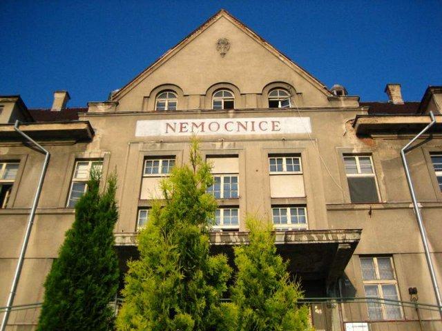 Chirurgové z Masarykovy nemocnice v Ústí nad Labem začali operovat v Rumburku