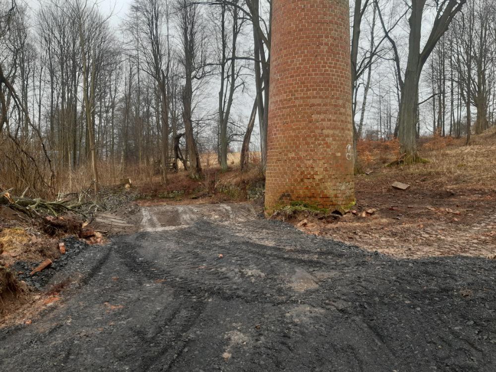 04 - počátek úprav odpočinkového místa u komína