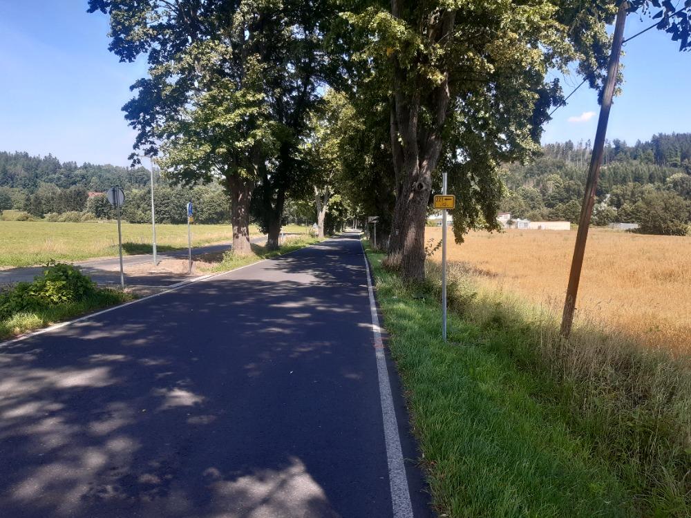 14 - současný začátek cyklostezky na kraji města
